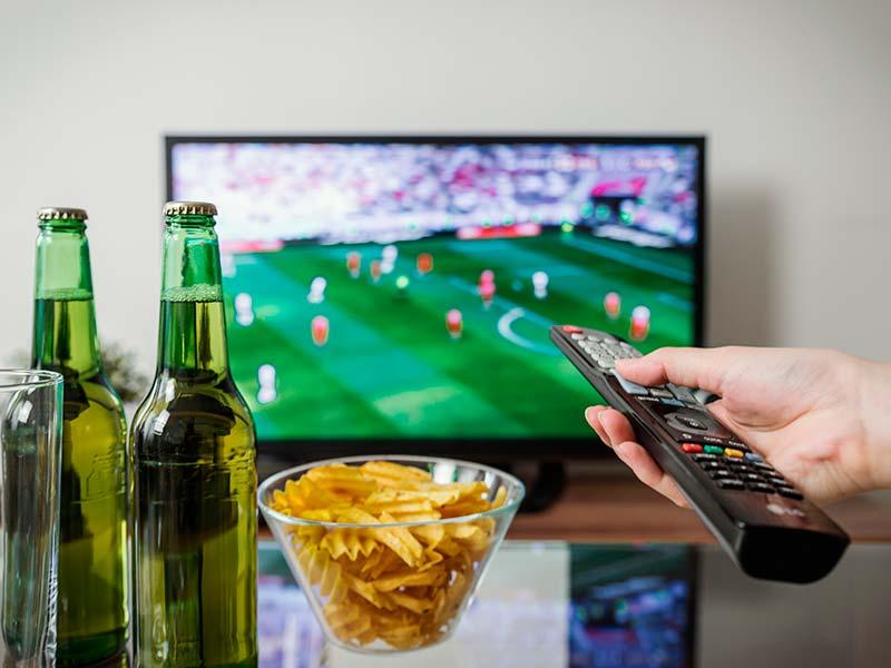Необходимо ли смотреть матч при ставках на спорт